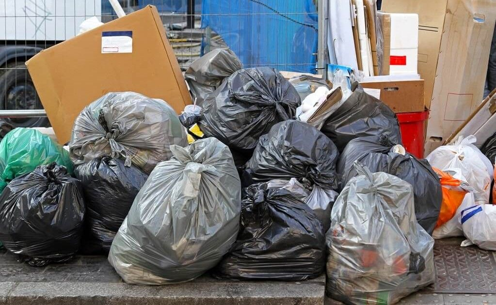 Rubbish placed in a skip keeps your property neat and tidy.